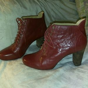 NINE WEST LACE UP ANKLE BOOTS